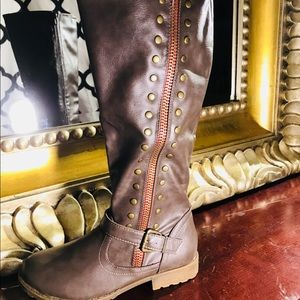 Shoes - Army green boots NWT